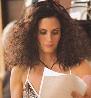frisottis-cheveux-monica