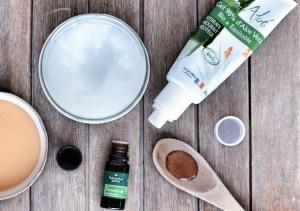 aloe vera, huile de coco et huile essentielle de lavande