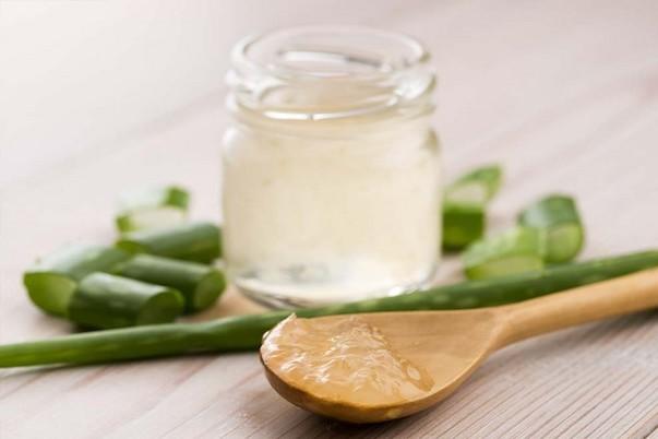 3 ingrédients cosmétiques naturels à éviter sous le soleil