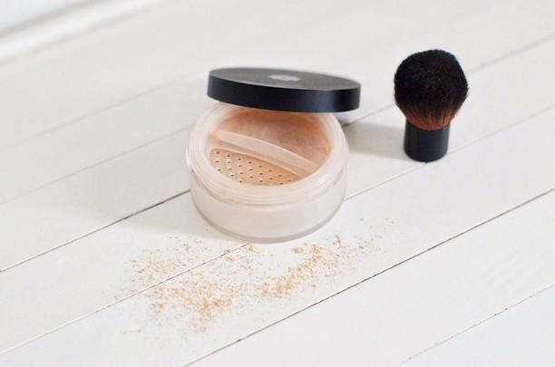 poudre minérale maquillage naturel bio et pinceau