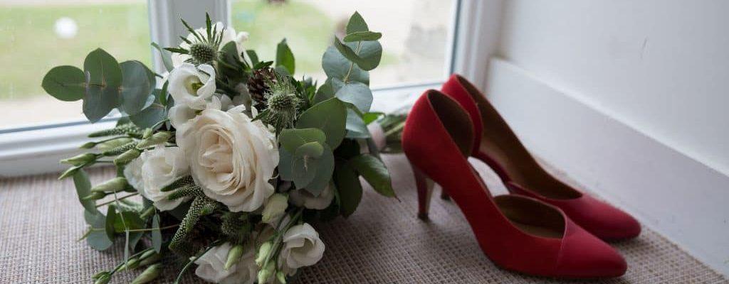 Bouquet et escarpins de mariée