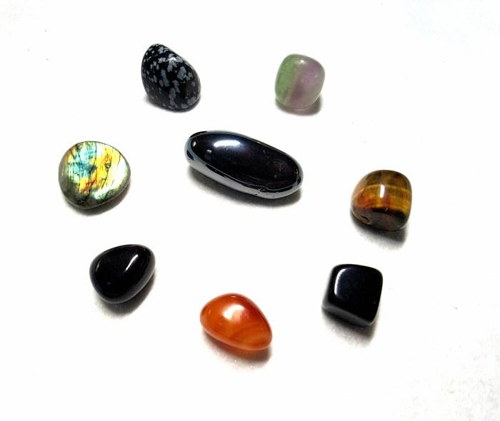 Obsidienne flocon de neige, fluorite, oeil de tigre, obsidienne noire, cornaline, onyx ou agate noire, labradorite