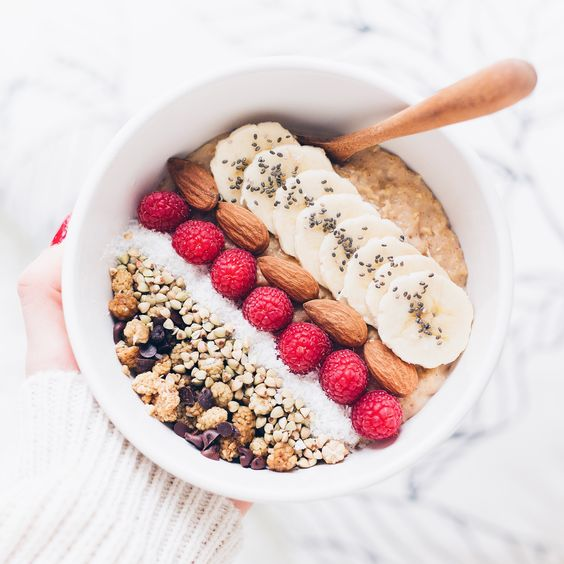 petit-déjeuner healthy smoothie bowl