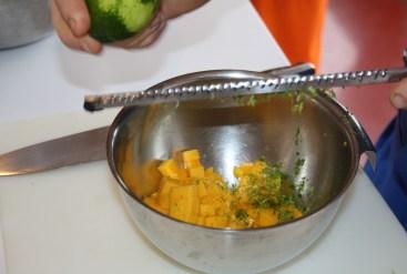 Sablés chocolat, tartare de mangue, crème mascarpone citron vert vanille et tuile dentelle aux agrumes.