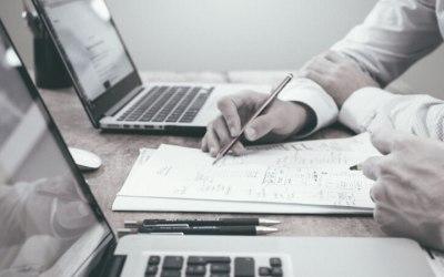 Comment créer un modèle de facture personnalisé et facturer un client étranger