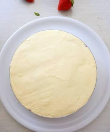Crème mousseline lissée sur la génoise