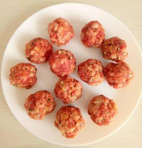 faconnage des boulettes de viande