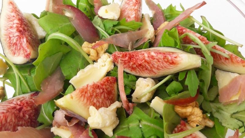 Salade fraîcheur figues noix bacon