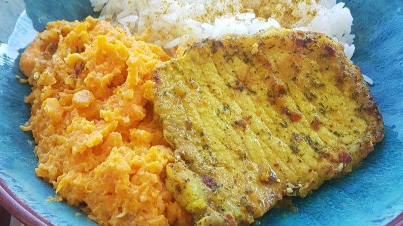 Filet de porc au curry et purée de carottes épicée
