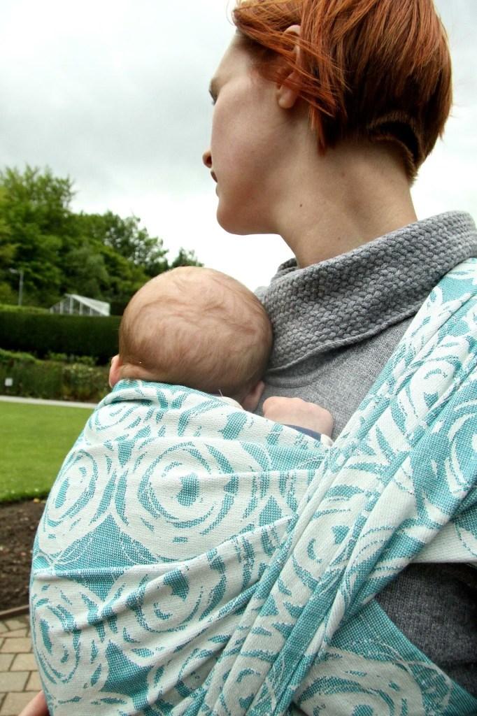 pourquoi porter bébé
