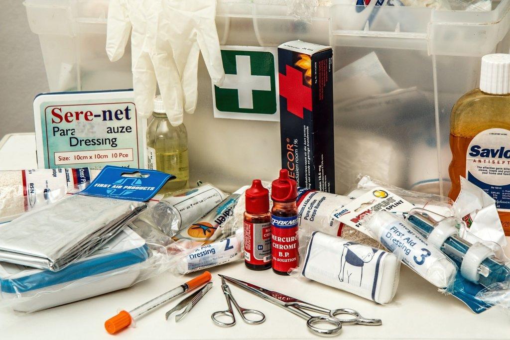 quoi mettre dans la trousse à pharmacie