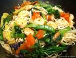 Crevettes au paprika et pâtes chinoises au wok