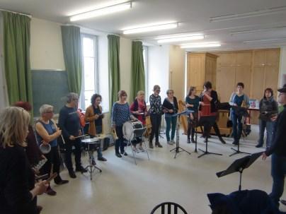 Dimanche studieux pour le nouveau groupe de petites et grosses percussions.... Merci Alain...