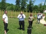Christophe Gonnet ; Francis Papatanasios, maire de Queyssac ; Annie Wolff, présidente des Rives de l'Art