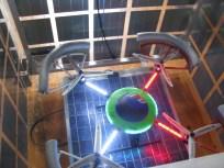 """Drône, invisible pour le visiteur, à l'intérieur du prototype du cube en panneaux solaires ; """"Studiolo"""", Erik SAMAKH, 2015 ; expo de fin de """"Résidence de l'Art en Dordogne""""-Biennale EpHémères #5 ; château de Monbazillac ; photo ©Les Rives de l'Art"""