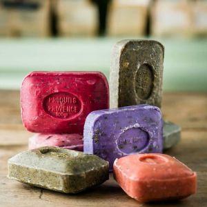 Savonnettes de marseille photo les savons de lyna
