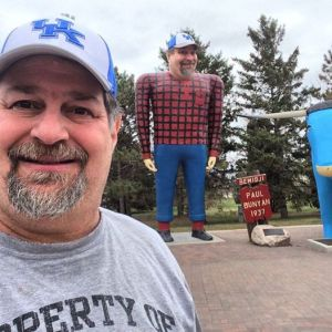 SumoPaul Bunyan with Sumoflam....done as a complement from Roadside America