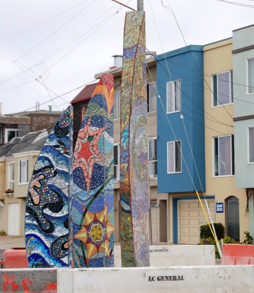 Another colorful neighborhood with unique fountain art