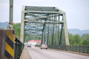 Kentucky River bridge on KY 52/KY 89 in Irvine, KY