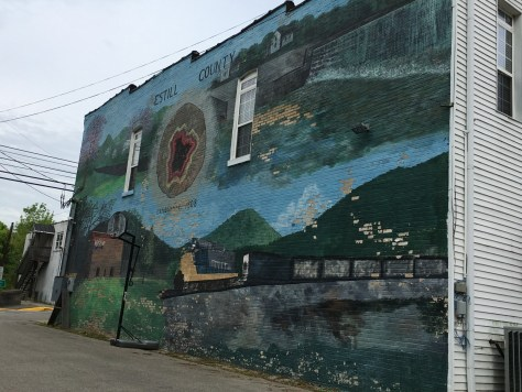 Another large mural can be seen as one crosses the Kentucky River on KY 89 coming from the south into Irvine. It features a red geode, something else that Irvine is famous for.
