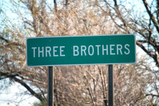 Three Brothers, AR