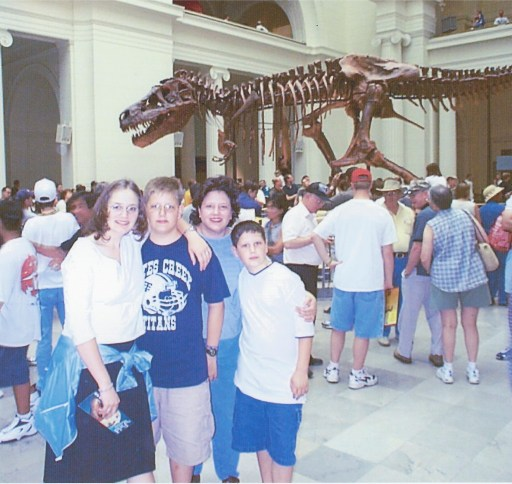 "Family visits ""Sue"" the T-Rex exhibit at the Field Museum in Chicago in May 2000"