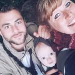 Couple de parents et leur enfant