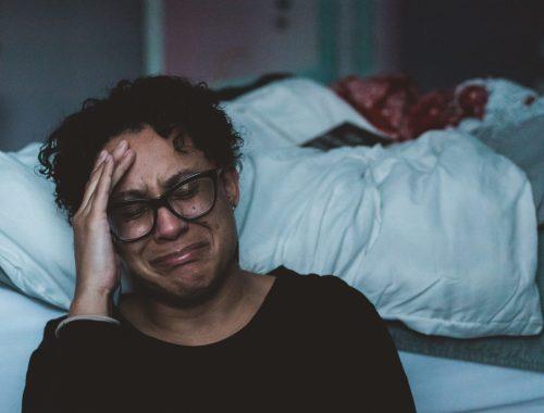 Femme en pleurs dépression-post-partum