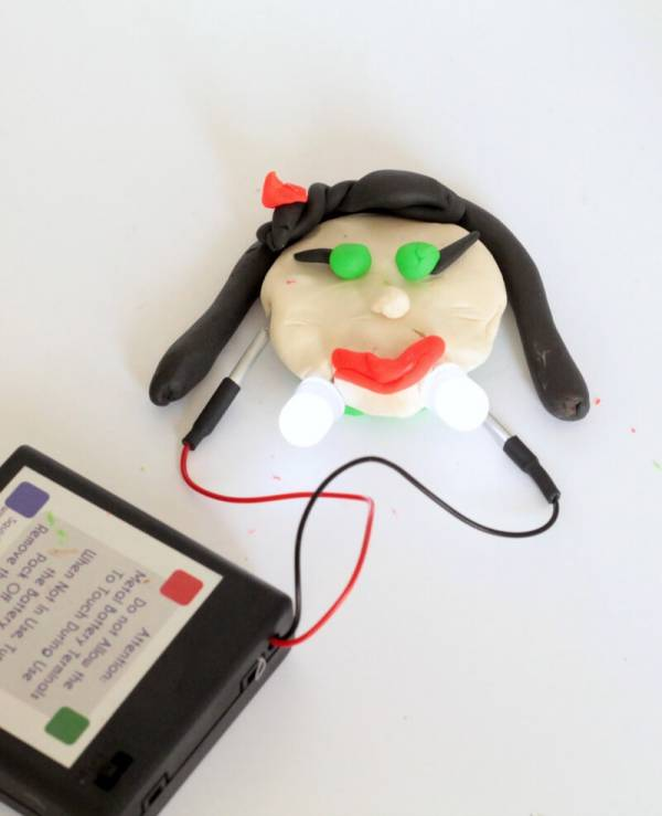 Squishy Circuits vampire
