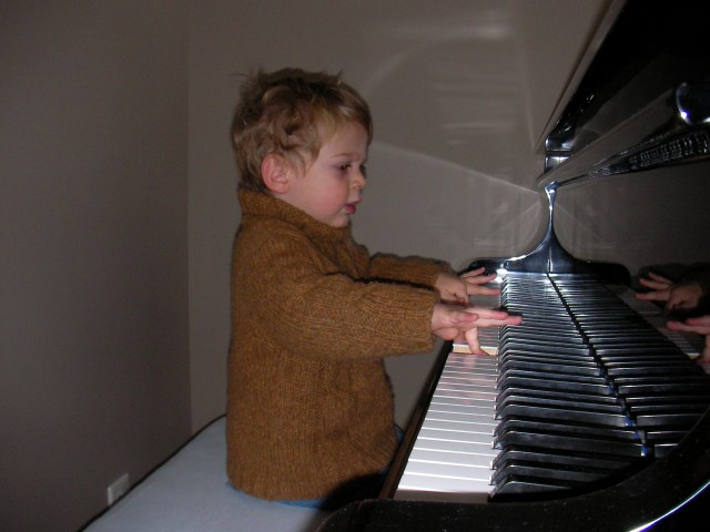 jeune garçon au piano