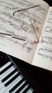 des lunettes pour mieux jouer du piano