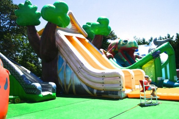 Cape-Cod-Inflatable-Park-Large-Obstacles027-700x466