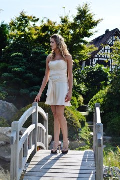 nettoyage robe de mariée courte satin morphologie