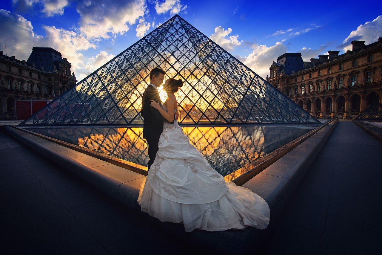 mariage couple nuit louvre