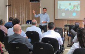 Marco Antônio Lage durante reunião