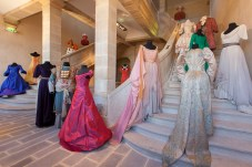 Costumes duC.N.C.S. misenscène dansl'escalier principal dubâtiment classéMonumenthistorique ©C.N.C.S.
