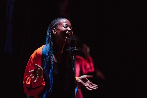 mailles-Dorothée Munyaneza-Compagnie-Kadidi © Leslie-Artamonow