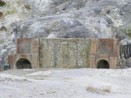 Solfatara, L'Enfer et le Purgatoire. Les romains y prenaient des bains de vapeur soufrée.