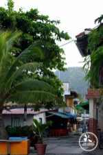 Rue principale de Capurgana en Colombie