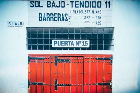 Porte numéro 15 barreras des arènes de seville, voyage en espagne