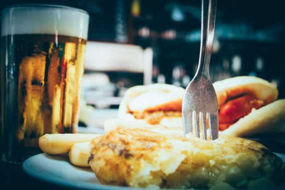 bière et tapas à Las Columnas Seville, voyage en espagne