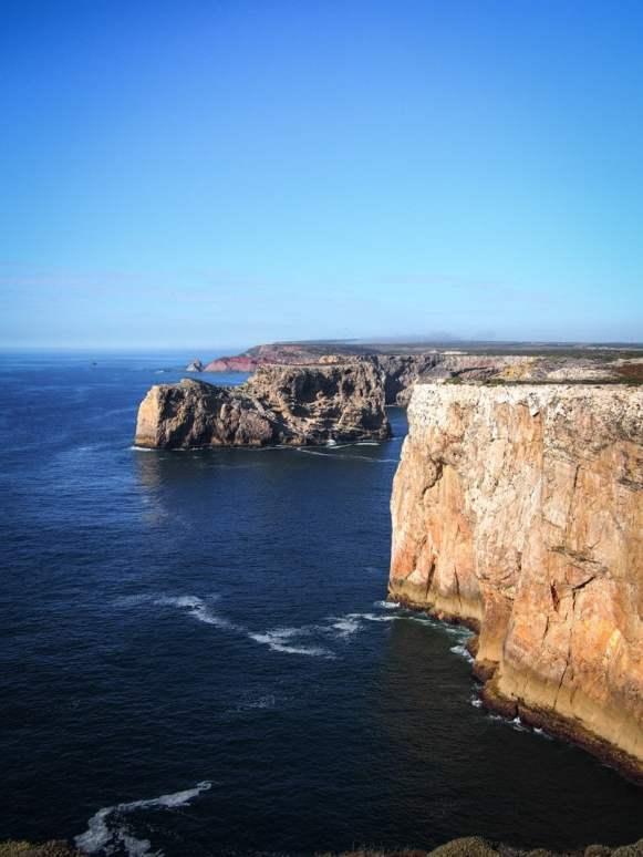 les impressionnantes falaises du cabo sao vicente a sagres en algarve voyage portugal