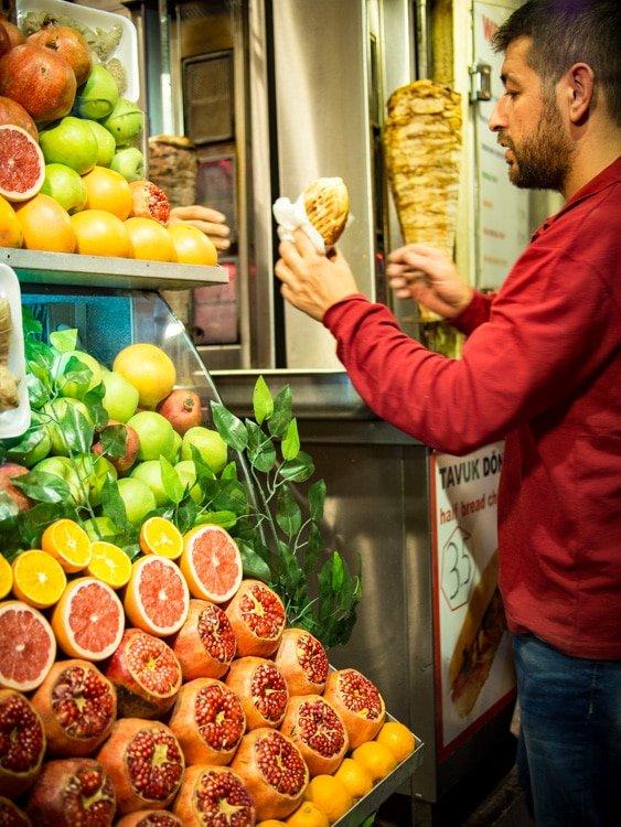 vendeur de kebab a galata istanbul