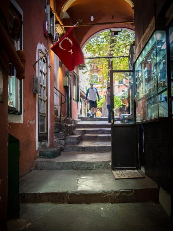 entrée d'un han, un caravansérail du grand bazar à istanbul