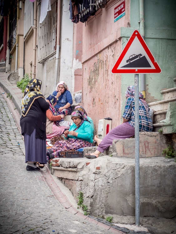 gitane-travail-rue-balat-istanbul-voyage-turquie
