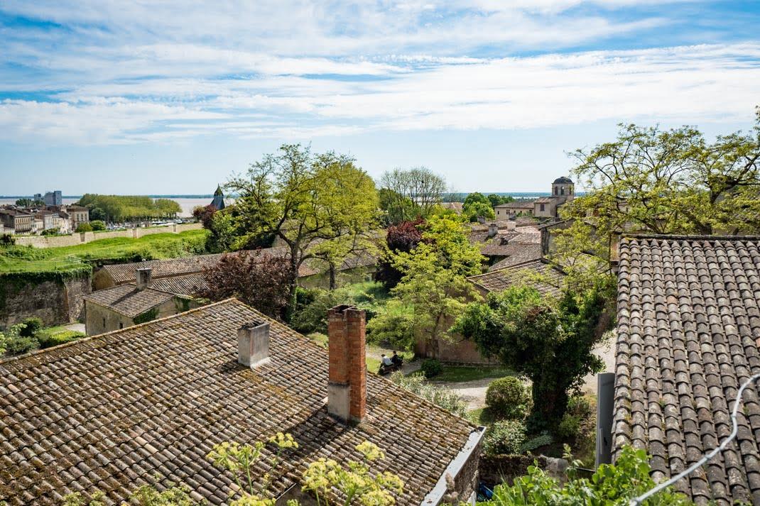 vue des toits de la citadelle blaye