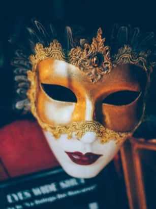 masque du film eyes wide shut de kubrick à venise