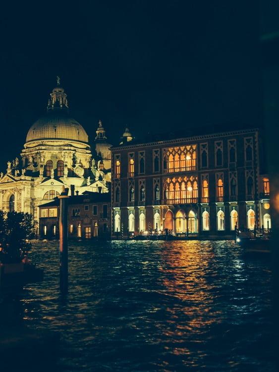 monuments de venise illuminés la nuit voyage en italie