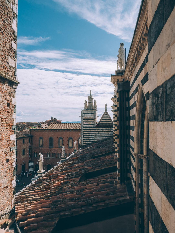 Visiter la porte du ciel de la cathédrale