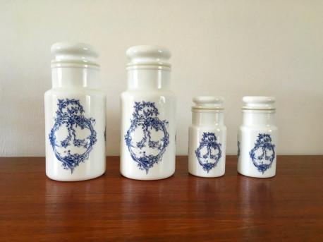 Pots dapothicaire en verre dopale vintage bleus  Les Vieilles Choses